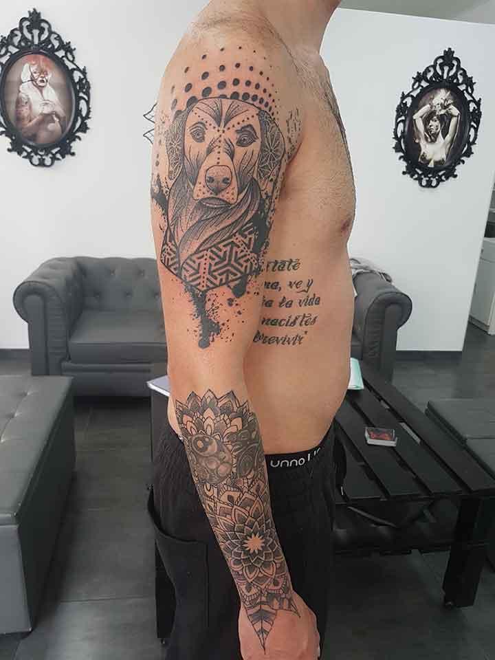 tatuajes-fuengirola-brazo-geometrico-puntillismo