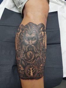 Tatuaje Blanco Y Negro Justicia Tattoo Me Fuengirola Tatuajes