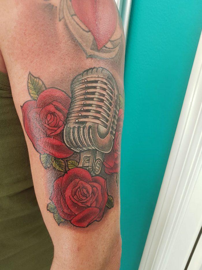 Rosas y Micrófono Vintage