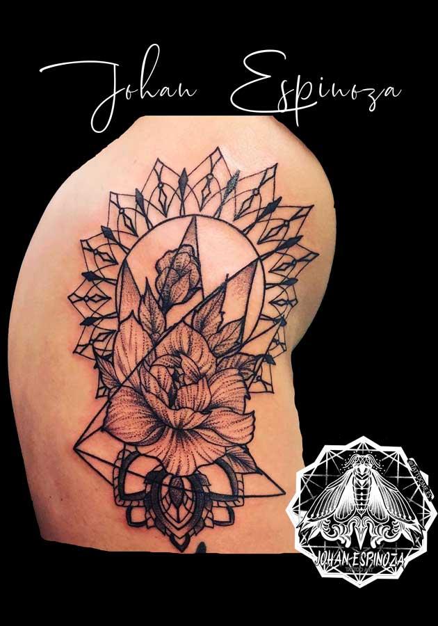 Flor con mandala geométrico