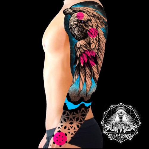 Diseño de águila en brazo