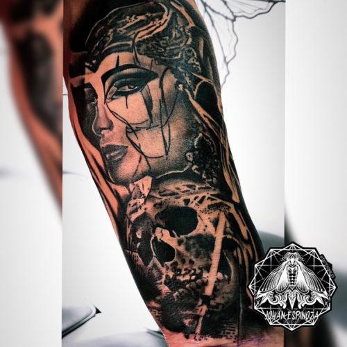 Tatuaje retrato y calavera realista